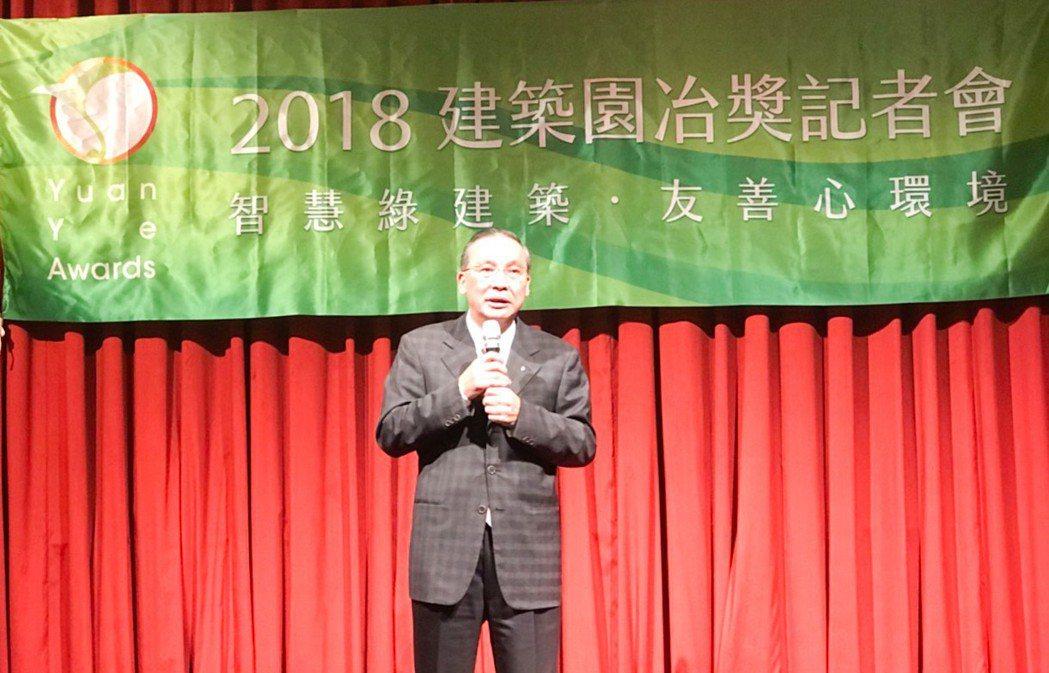 高雄市不動產開發商公會理事長張永義說,感謝園冶獎讓高雄市變美了。 攝影/張世雅