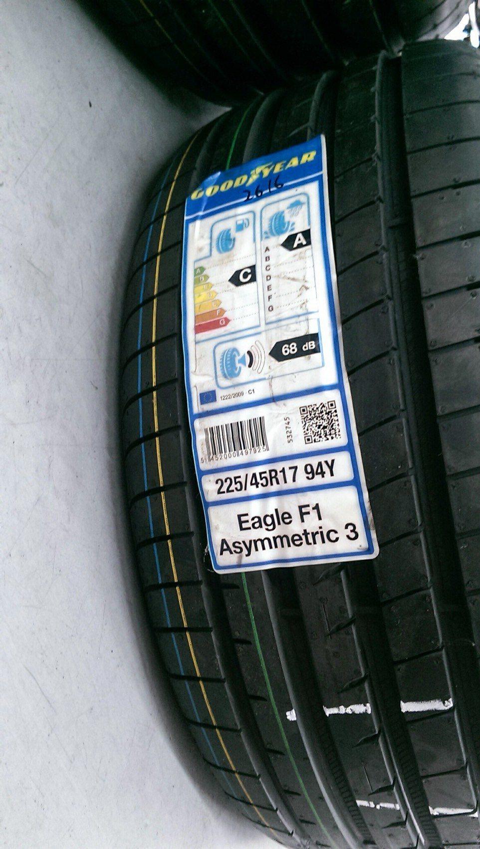 從歐盟輪胎標籤來看,F1A3 的油耗經濟性為C、濕抓等級為A、胎噪為 68dB,同時這條胎的製造年份為16年底,與另篇的PS4測試年份相近。 記者林鼎智/攝影