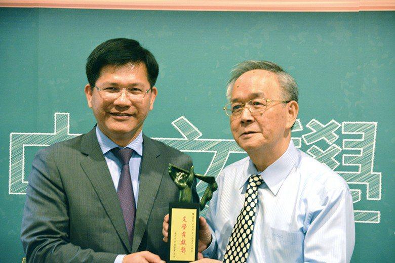 陳憲仁以編輯身份得到臺中文學獎特別貢獻獎,意義深刻。 【圖・陳憲仁】