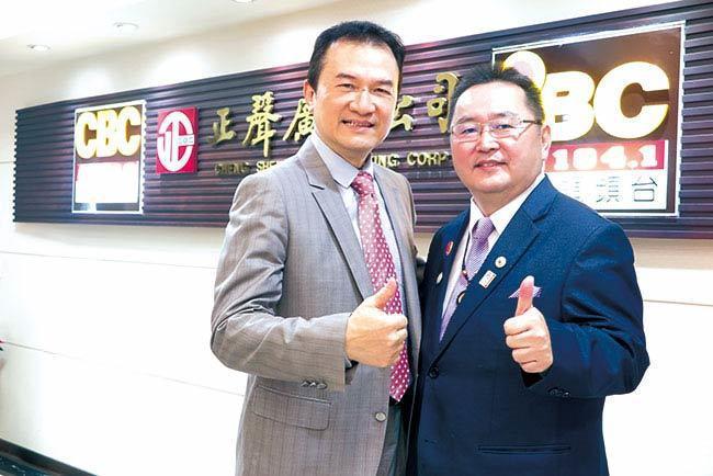 理財周刊發行人洪寶山(左)、邱志義