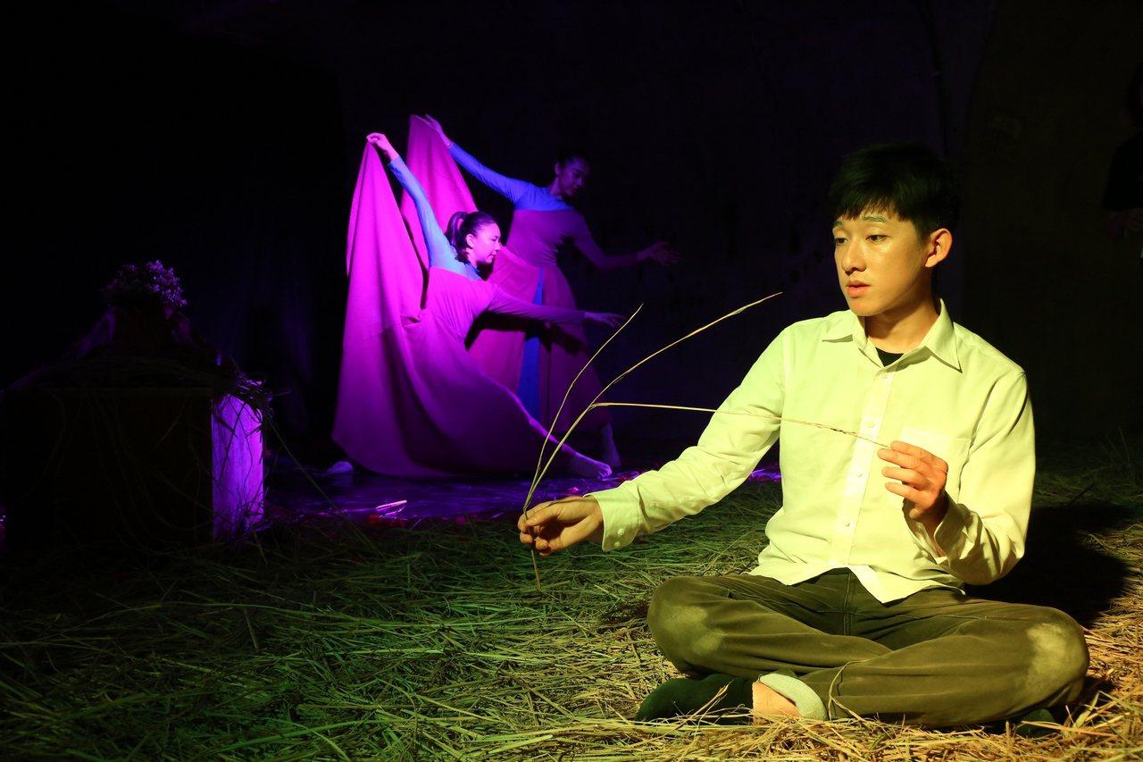 「遊」是以法國經典「小王子」作為故事軸心,探究人與人之間的關係。圖/中山大學提供