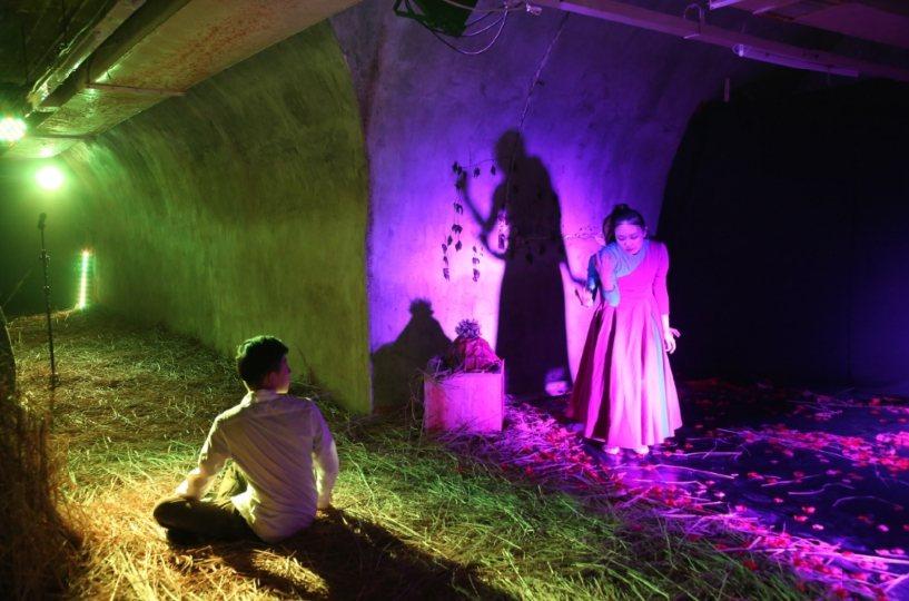 中山大學藝術管理碩士班師生與HPS舞蹈劇場合作,在西子灣隧道秘境防空洞空間內打造...