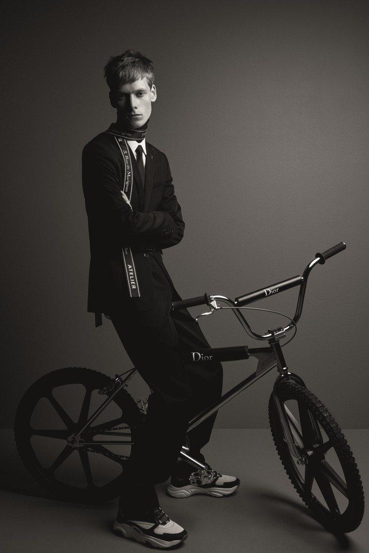 攝影師Patrick Demarchelier所拍攝的Dior BMX極限自行車...