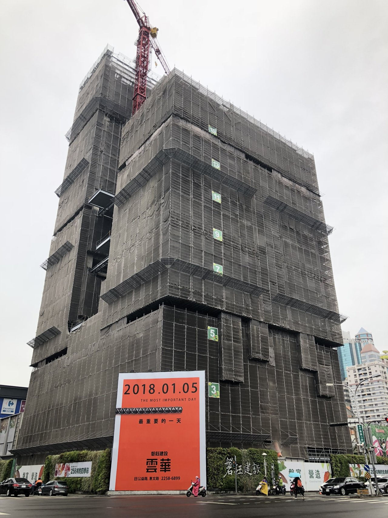 預計明年第1季完工交屋的「磐鈺雲華」最近成交3戶店面,每坪單價170萬元,單戶總...