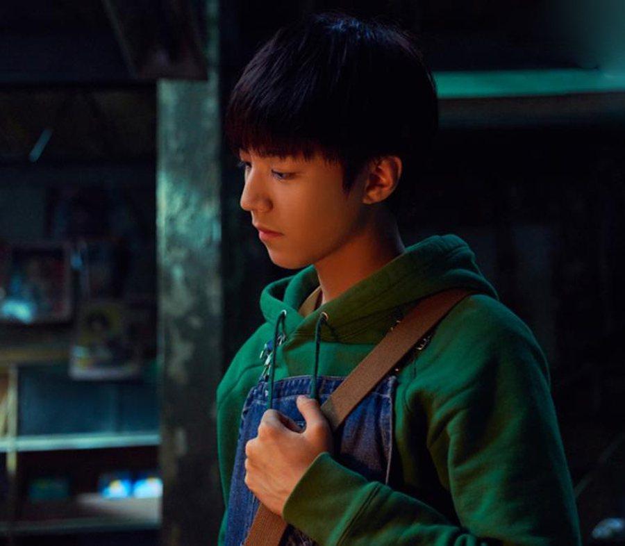 人氣偶像王俊凱首挑大樑,在華語版「解憂雜貨店」演孤兒。圖/華映提供