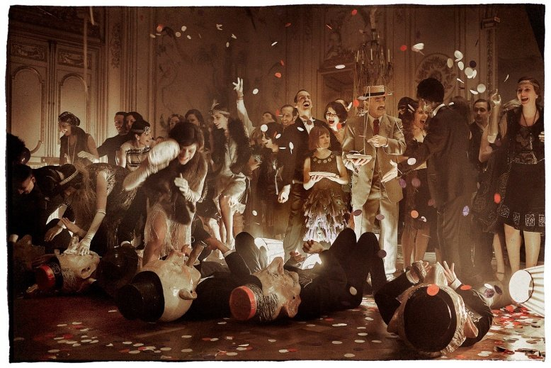 「天上再見」劇組不惜將真的名酒倒在地上,只為這幕重頭戲拍攝,相當砸錢。圖/海鵬提...