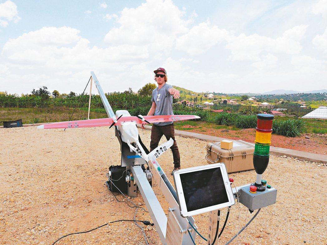 舊金山自動化物流公司Zipline與盧安達政府合作,利用無人機運送血袋、疫苗等醫...
