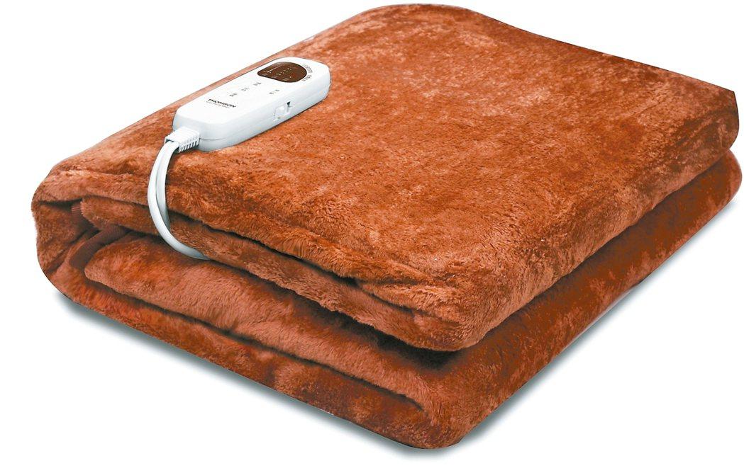 適合家中長輩使用的微電腦溫控雙人電熱毯,特價1690元。 特力屋/提供