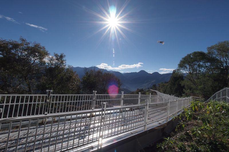 清境天空步道散步飽覽清境群山、山居聚落美景。(圖片提供/欣傳媒)