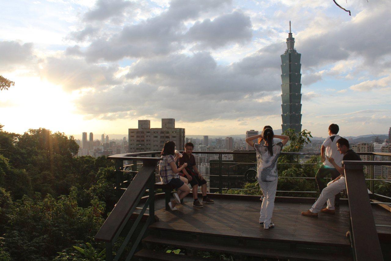 可以欣賞台北101的象山環狀步道。