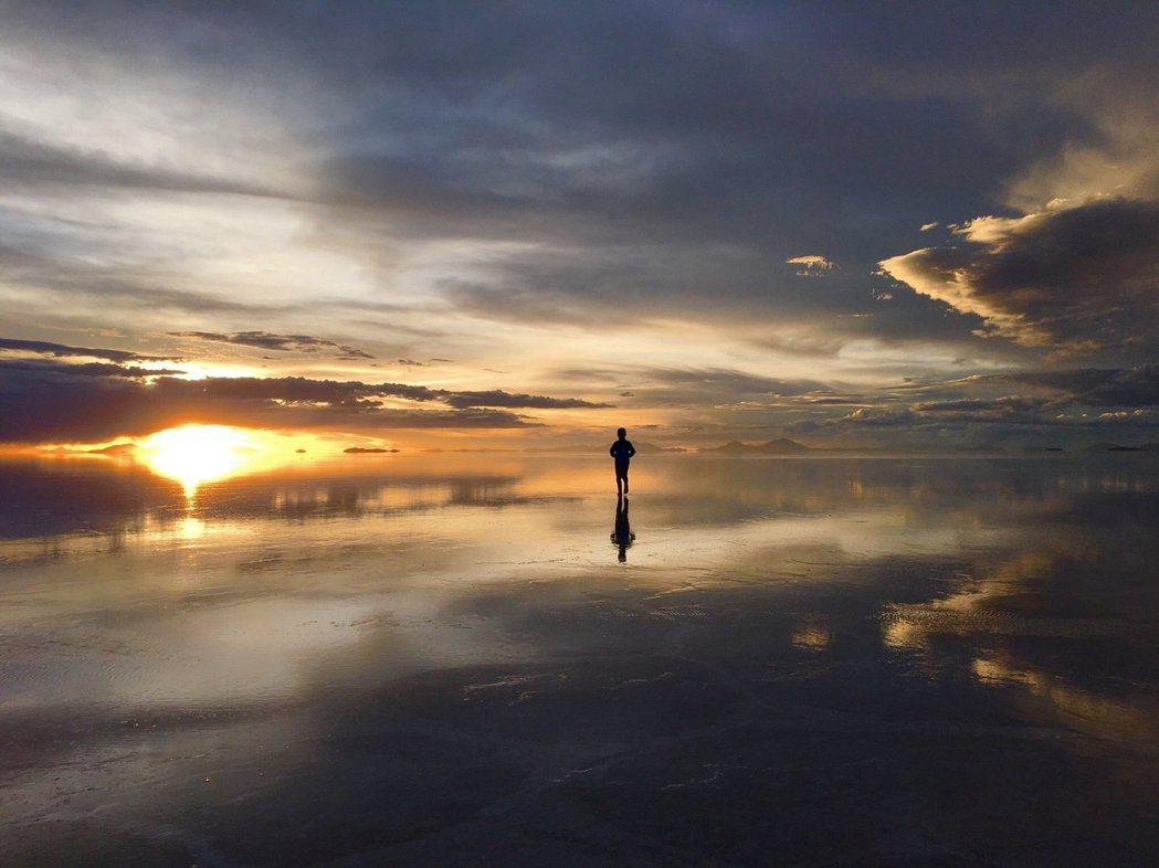 天空之鏡烏尤尼鹽沼。圖/TripAdvisor提供