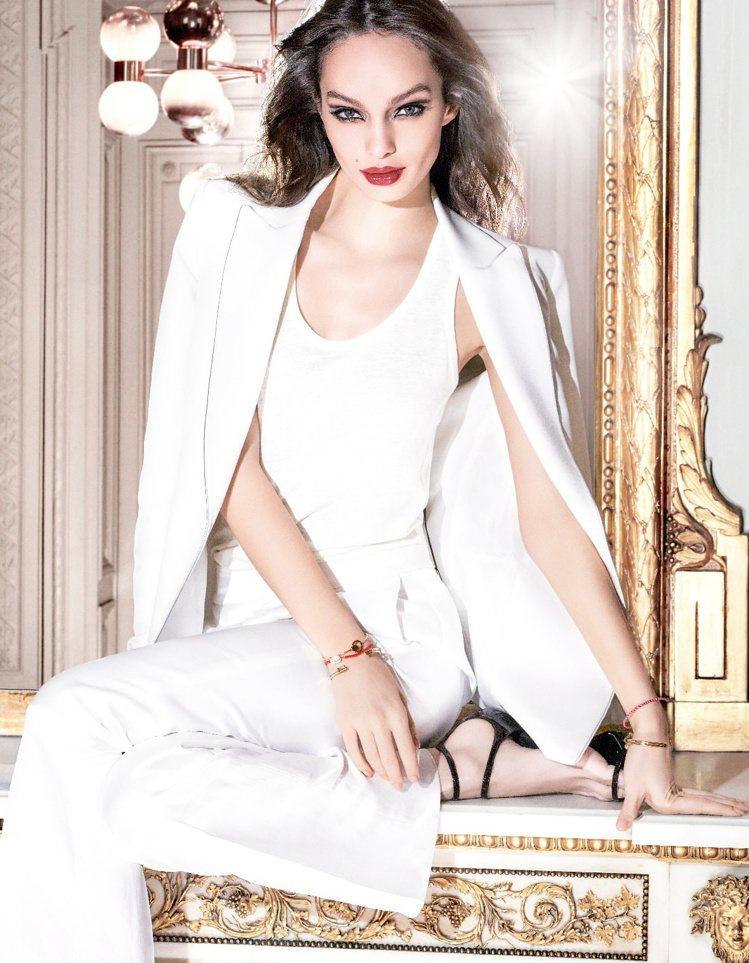 巴黎萊雅絕對情迷鏡面唇膏在2018開春宣告鏡面漆光唇強勢回歸。圖/巴黎萊雅提供