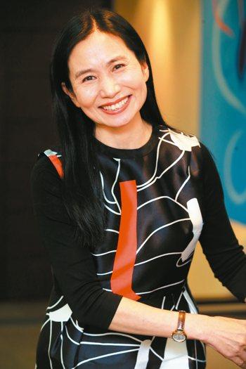 食藥署署長吳秀梅是運動健將,但她坦承接任署長後無暇運動,肌肉變得軟趴趴。 記者徐...