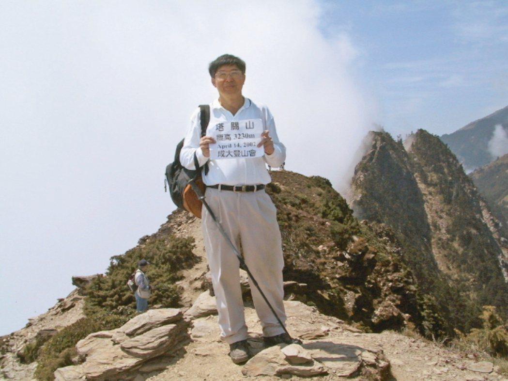李伯璋登上南橫三星的塔關山。 圖╱李伯璋提供
