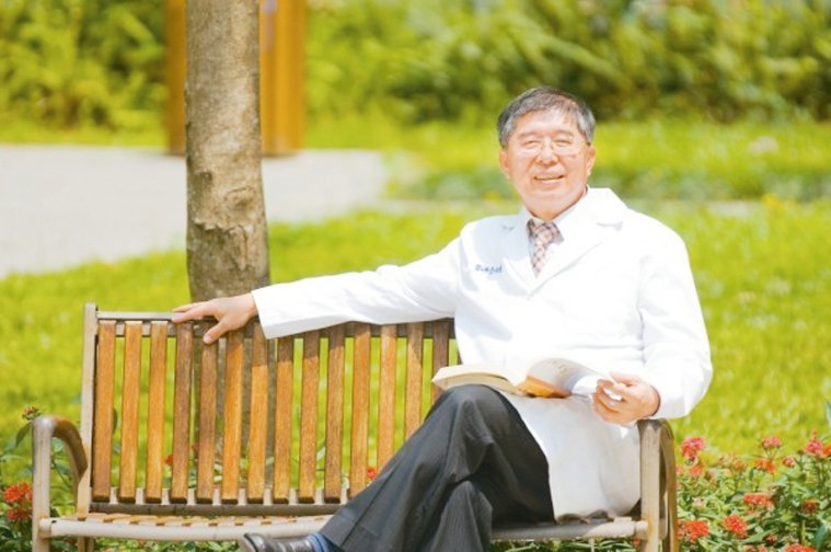李伯璋認為「養生不如養心」,樂觀生活能夠促進身體健康。 圖╱李伯璋提供