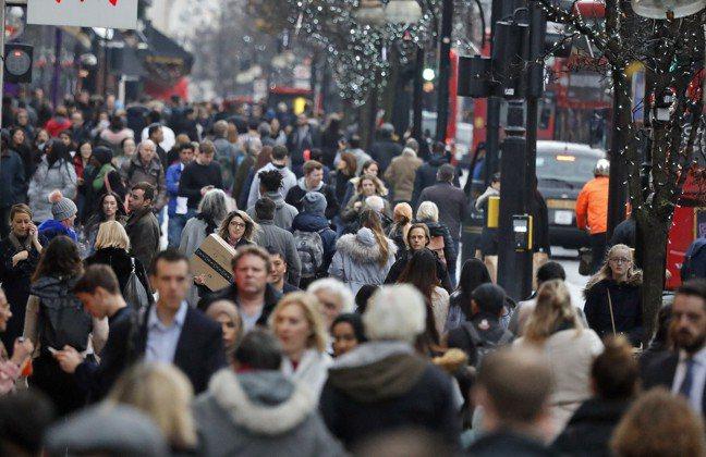 各國消費者及企業信心指標雖明顯上升, 基本面因素也發揮作用,尤其是總體經濟政策。...