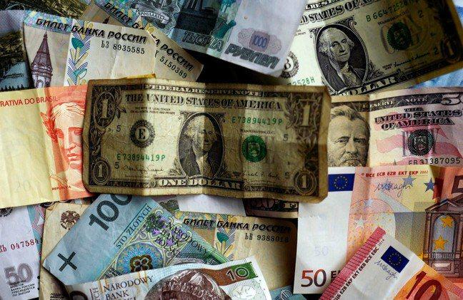 隨著央行在2018年開始縮減資產負債表,長期債券將回到市場,市場持有的超額準備將...