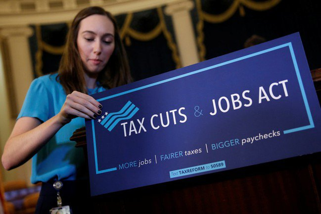 川普希望減稅及法規鬆綁能強力刺激成長,並創造足夠的就業。 (路透)