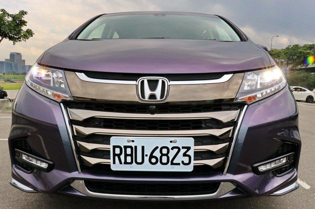Honda Odyssey在小改款後,車頭變得更為亮眼。 記者陳威任/攝影