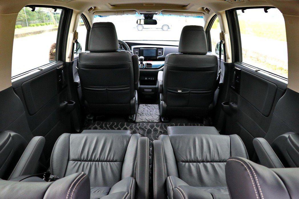 七人座車款提供的四座禮賓模式的視角。 記者陳威任/攝影