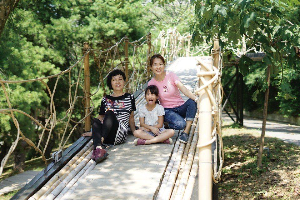 屬於母女三代的幸福露營之旅。(圖片來源/《劉太太和你露營趣》)