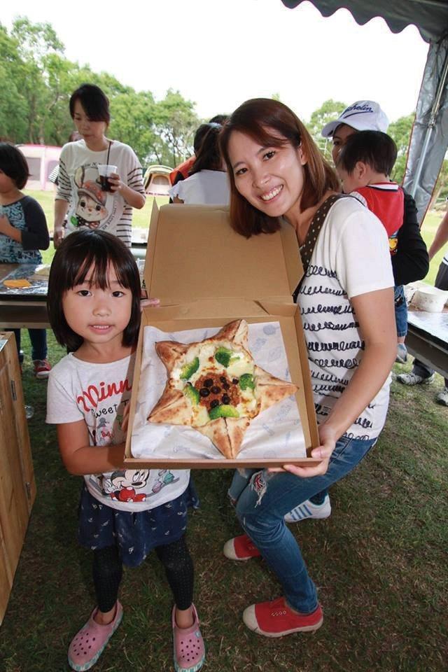 手作Pizza體驗,第一次從桿麵皮到裝飾都自己來,非常有成就感。(圖片來源/《劉...