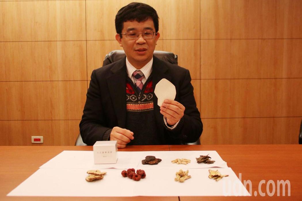林口長庚中醫部部長陳俊良說,中醫在治療癌症主要為提升免疫、舒緩後遺症,增加營養吸...