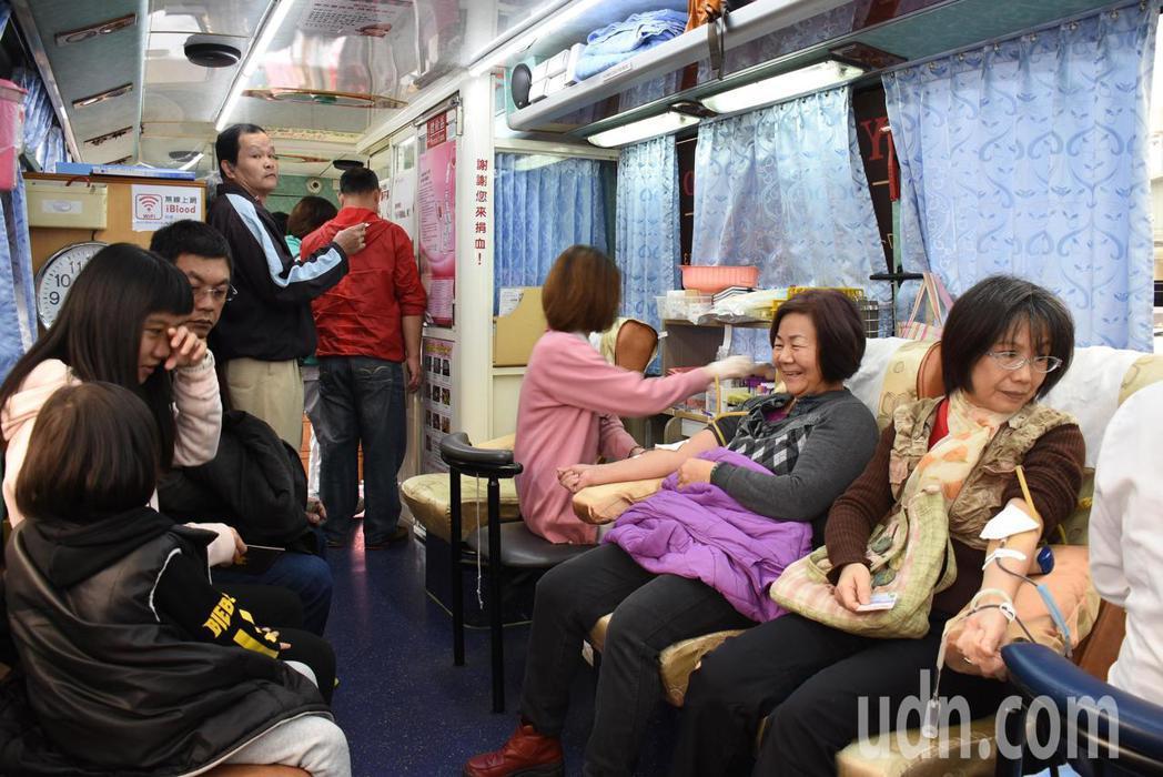 民眾捐血示意圖。記者簡慧珍/攝影