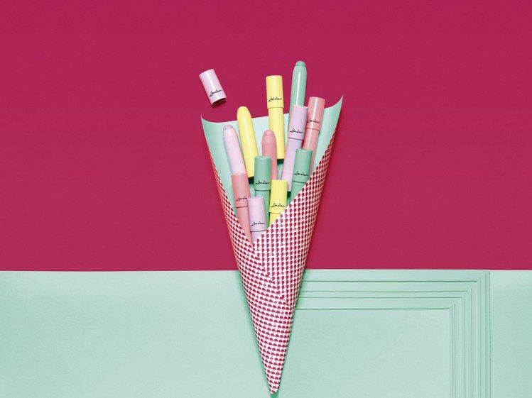 限量春季彩妝「法式甜點綺想」棒棒糖眼彩筆。圖/蘭蔻提供