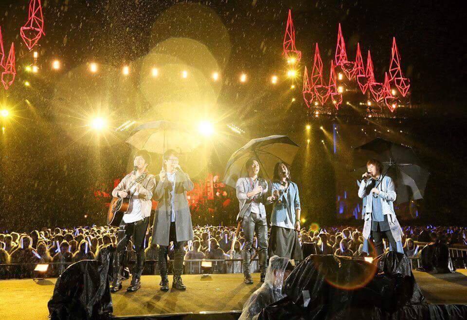 五月天演唱會下大雨。圖/摘自五月天臉書
