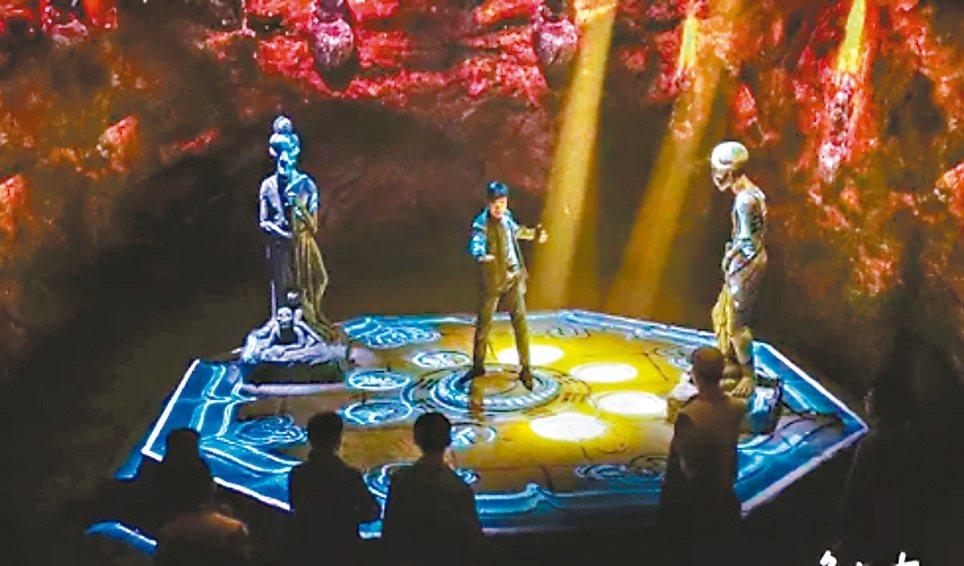 北京西單大悅城「鬼吹燈」的實景浸入式體驗遊戲,成為線下娛樂中的熱門體驗。 搜狐網
