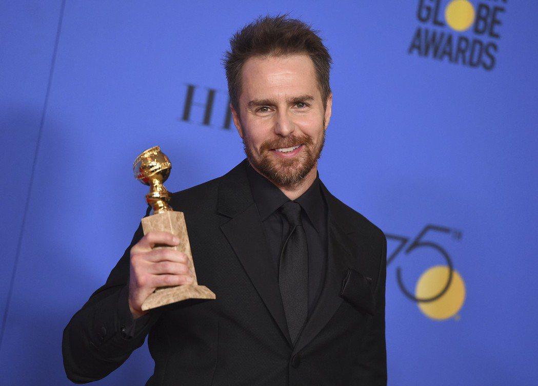 山姆洛克威爾(右)獲得金球獎最佳男配角。 圖/美聯社
