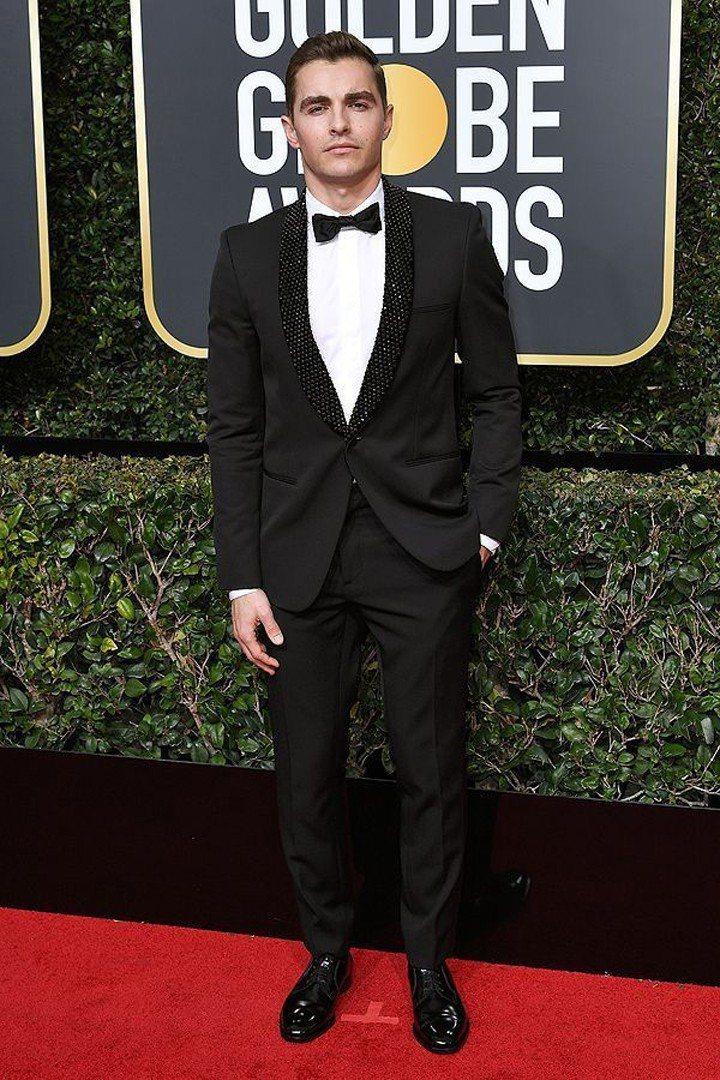 戴夫法蘭柯的禮服領片則點綴了黑水晶,同樣很別致又吸睛。圖/摘自People.co...