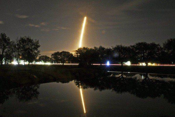SpaceX今年首次發射任務就是將神祕的Zuma衛星送上天。 美聯社