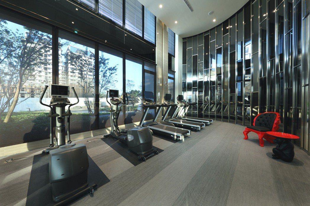 時尚現代感健身房,視野寬敞、採光明亮,打造舒適體感。 圖片提供/京城建設