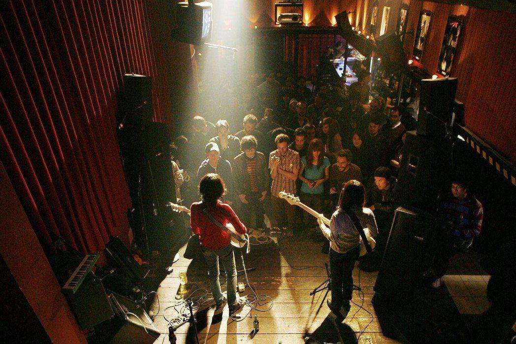 圖為2007年攝於北京傳奇live house——D-22。 圖/路透社