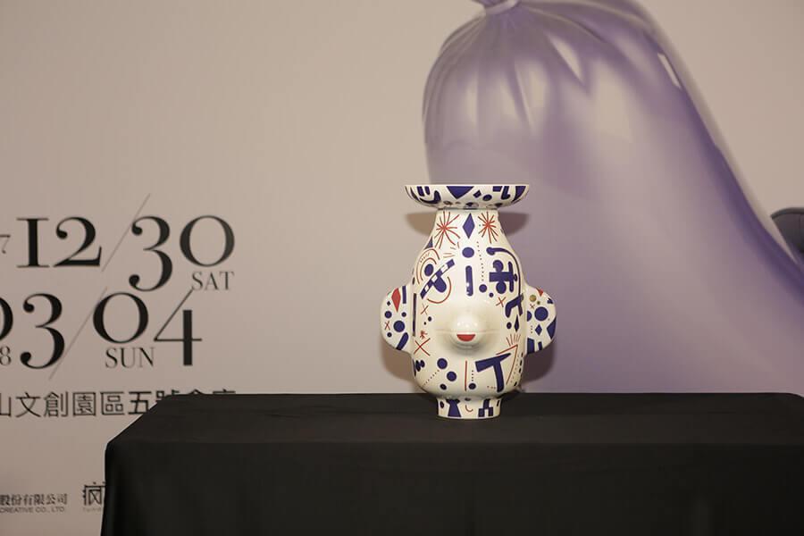 歐洲皇室御用禮「Vista Alegre - 帶蓋鬼臉花瓶」。圖:時藝多媒體提供...