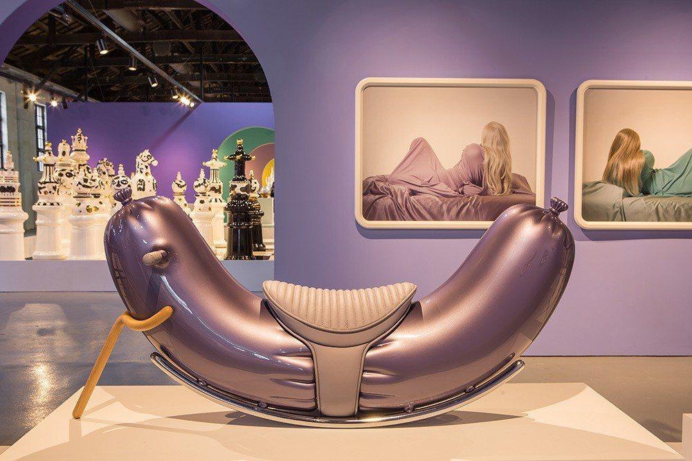 《搖滾熱狗椅ROCKING-HOT-DOG》。圖:時藝多媒體提供。