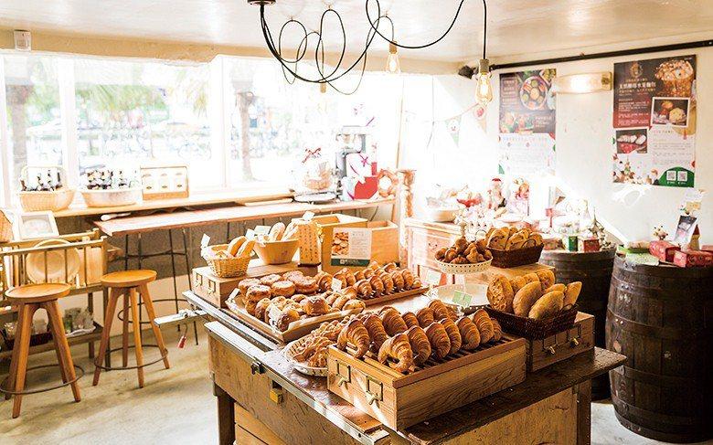 陳耀訓希望巴黎波波是一間日常的麵包店,而非販賣高單價精品。也因此,店內從價格到口...