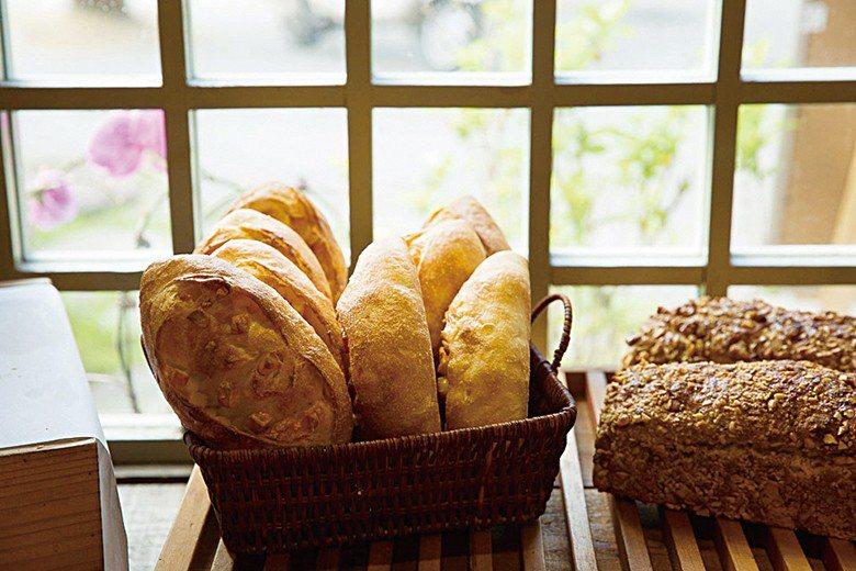 製作台式麵包十年後,陳耀訓為了瞭解歐式麵包的世界,在野上師傅門下重新學起。