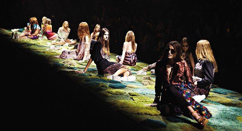 為比利時服裝設計師Dries Van Noten打造的巴黎伸展台作品「Befor...