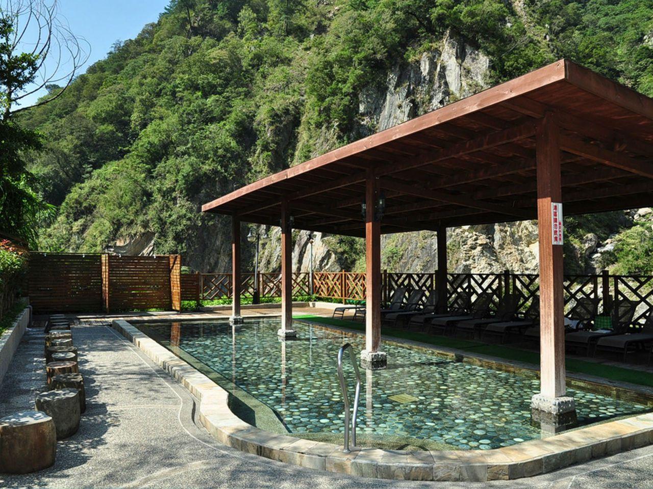 充滿日本氛圍的戶外風呂。圖/統一谷關溫泉養生會館提供
