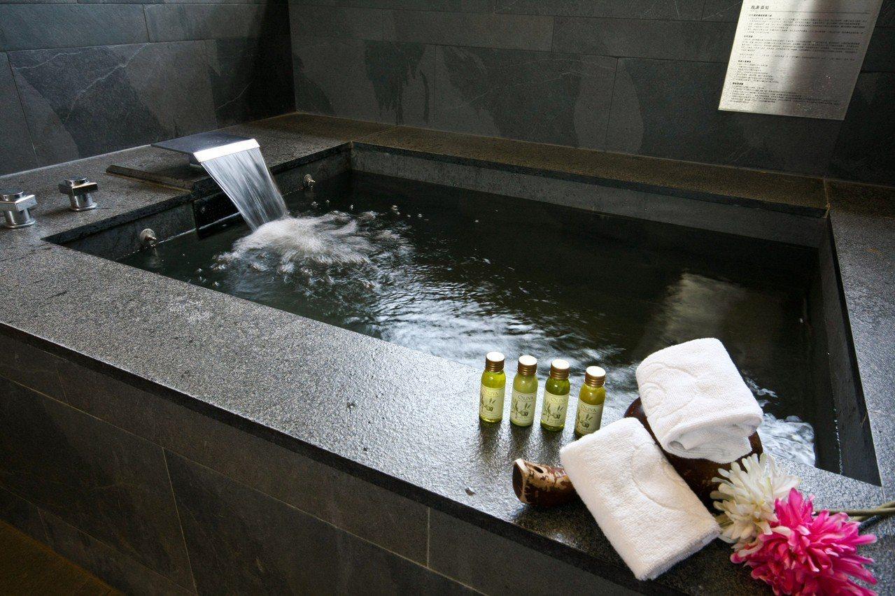 豪華客房內獨立溫泉浴池。圖/台中日光溫泉度假酒店提供
