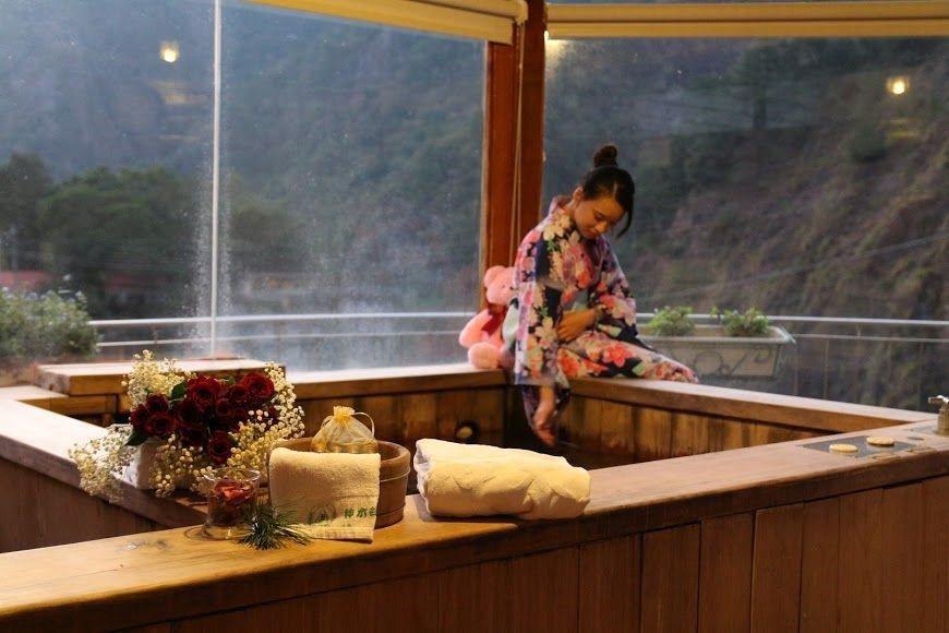 日本懷舊溫泉式溫泉飯店溫泉浴池。圖/神木谷假期大飯店提供
