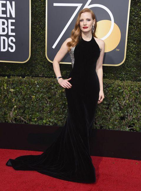 好萊塢的頒獎典禮總是熱鬧非凡,不只有眾多巨星現身加持,更經常能反應當下熱門的社會、政治議題引發更大的關注。第75屆金球獎的紅毯上,女星們有志一同穿起黑衣,不單單只是呼應時尚潮流,更重要的是表達近來在...