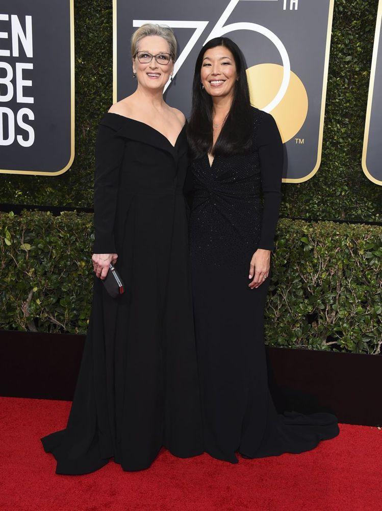 穿Vera Wang禮服的梅莉史翠普,露肩搭高腰的設計非常優雅。圖/美聯社