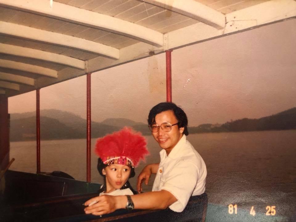 徐若瑄秀出與父親的合照。圖/摘自臉書