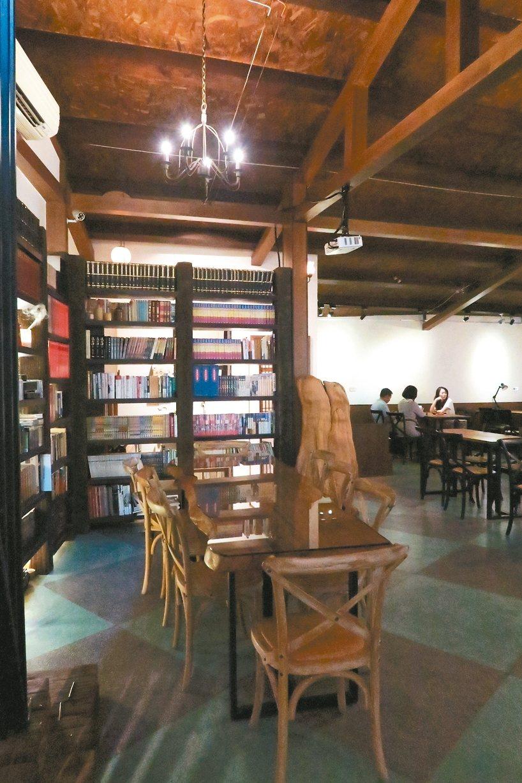 由老屋改建而成的品蓬咖啡。 記者陳睿中/攝影