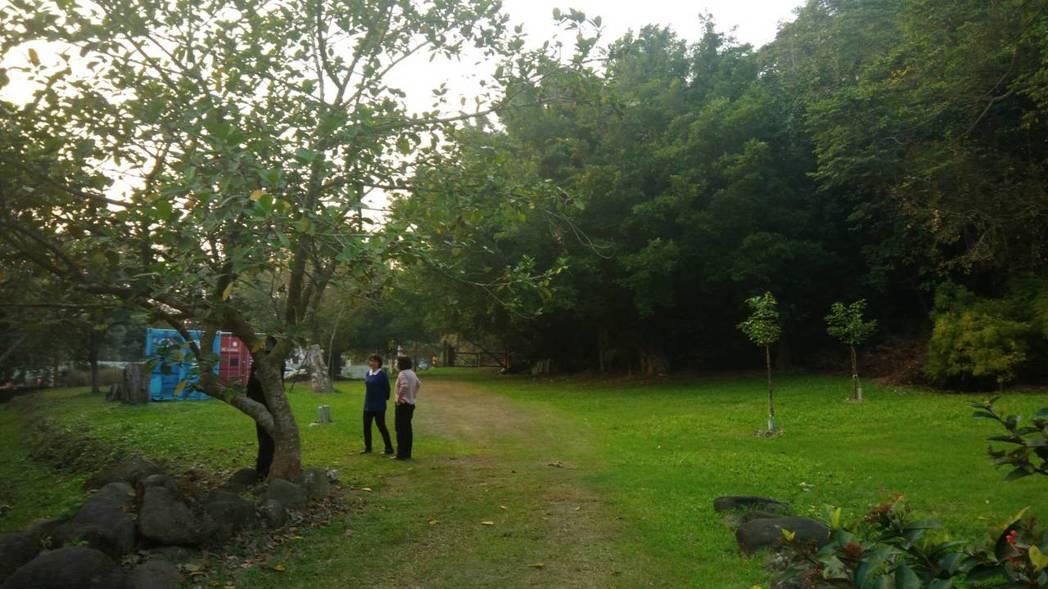 林務局14年前在嘉義縣台18線28公里處設置南區樹木銀行,故宮南院是唯一的客戶。...