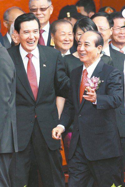 立法院長王金平(右)被黃世銘指摘涉司法關說後,馬英九反被控違反通保法和監察法。 ...